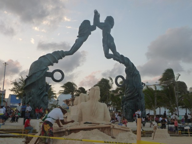 Founders Park Statue in Playa del Carmen