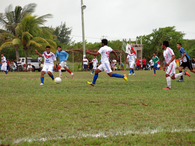 Futbol at Xcalak Days