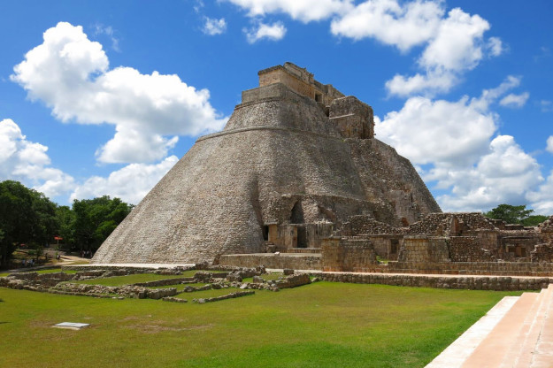 -pyramid-of-the-magician-uxmal