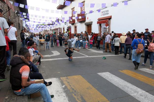 Semana Santa Breakdancer